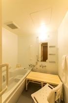 <バスルームの一例>ユニバーサルデザインルーム用バスチェア&すのこ