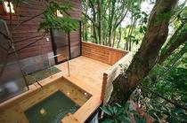 ヒノキの露天風呂