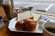 セルフサービスの朝食(軽食)