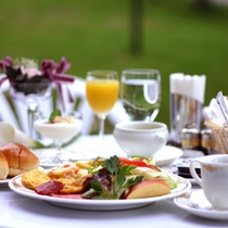 ボリュームたっぷりの朝食