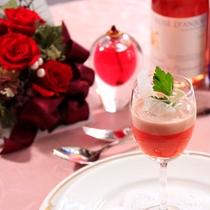 赤パプリカのムース、ワインによく合う一品。
