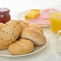 ヨーロッパ直輸入のこだわりパンも自慢の一品♪