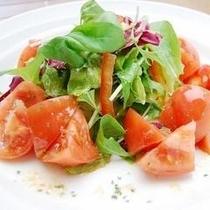ビタミン豊富なトマトサラダは如何ですか!?