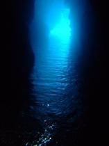 人気「青の洞窟」まで車で7分!!