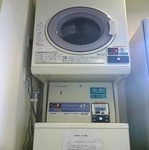 6階にございますコインランドリーと乾燥機です。