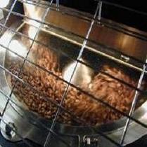 豆を焙煎(やなか珈琲で焙煎)