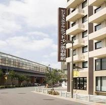 JR赤羽駅南改札から東側徒歩60mの駅横ホテルでございます。