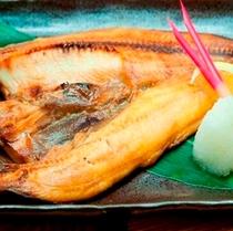 花々亭メニュー【縞ほっけ開き】。ザ・居酒屋で頼むナンバー①のお魚ではないでしょうか!?