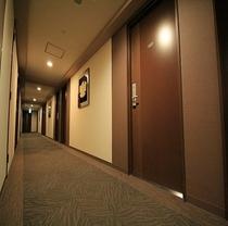 仕事の、旅の疲れを癒してくれる館内廊下です。