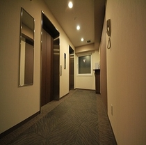 エレベーターも2機ございますので乗り降りも安心です。