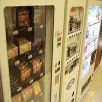 スナック&清涼飲料水&アルコール自動販売機は1階大浴場前にございます。