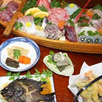 海鮮の宿 かまや 基本料理例 天然地魚の豪快な舟盛付