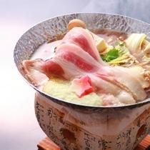 *冬メイン鍋/甘みたっぷり、和豚もちぶたと国府白菜のしん喜オリジナル鍋