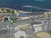 茶色建物です★目の前にコンビニ・スーパーあり★右が出雲方面。左が大田方面★キララ多伎のすぐそば。