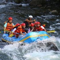 【尻別川ラフティング】ダイナミックな激流にアタック!ベテランガイドと一緒に川遊びを満喫