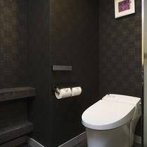 モダンな雰囲気のスイートルームのお手洗い。(アンヌプリスイートルーム94平米)