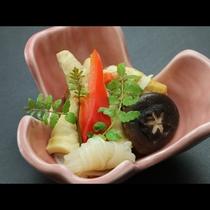 食材は季節の旬のものを使用しております。
