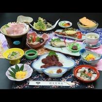 【グレードアップ御膳『松』】のお食事一例。会津郷土料理の馬刺しを堪能して頂きます。
