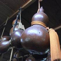 【ひょうたん美術館】当館から33km。約2万点のひょうたんが土蔵と倉に展示されています