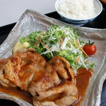 *ご昼食一例、豚のしょうが焼きご膳
