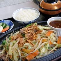 *ご昼食一例、国産牛のスタミナ鉄板焼き