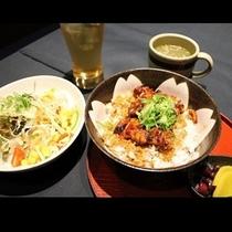 【◇炭火串焼 蔵万◇鳥丼セット】