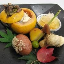 【夕食一例・秋】旬の素材を生かした夕食は月替わりでご用意いたします