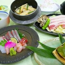 【竹会席】新鮮なお造り、名物釜飯など季節のお料理を盛り込んだ当館一番人気の会席13品。