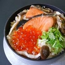 秋鮭といくらの釜飯