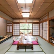 【和室10畳】畳のお部屋でおくつろぎください
