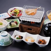 朝もしっかりお魚と一緒にご飯を食べてください!