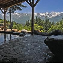初夏の露天風呂からの景色