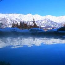 【天】目の前にたっぷりの雪を積んだお風呂は雪見風呂、雪見露天と呼ばれます