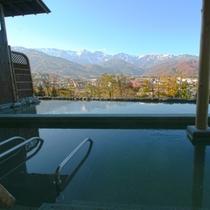 【新】露天風呂の前に池を作りました。池にアルプスが映るように、通年逆さアルプスを眺められるようにです
