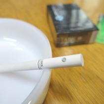 ホテル一階に喫煙できる小さめのお部屋をご用意しています。おタバコはこちらで