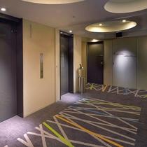新橋駅線路をイメージした客室階廊下2015年10月リニューアル