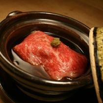 料理一例 黒毛和牛フォアグラ包み