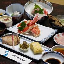 <ご夕食例>新鮮な越前の幸が詰まったお食事が並びます。