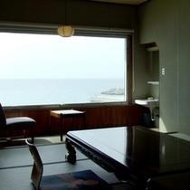 *【和室一例】広々としたお部屋からは、キレイな海が一望できます♪