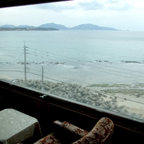 *【和室一例】お部屋の大きな窓からは海が一望!!