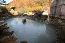 【秋の紅葉】露天風呂から