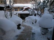 《冬》玄関先