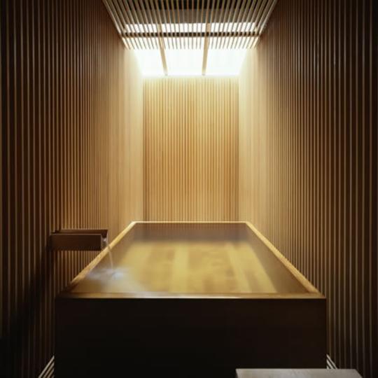 ヒノキ風呂 写真提供:楽天トラベル