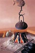 焼き立てのアツアツををそのまま食せる、囲炉裏で焼いた岩魚など
