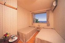 猪苗代湖側の客室一例