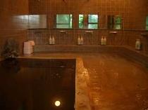 5〜6名様でもご入浴可能な露天とセットで貸し切れる内湯(大)そのまま露天に行けます