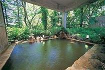 自然の中に身を置いてしばし極楽気分の貸切露天風呂