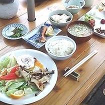 テラスでオーガニック朝食(和食)