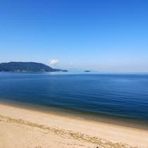◆白砂の浜と黒松林のコントラストが美しい、穏やかな瀬戸内海