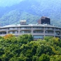 龍姫湖から見たホテル